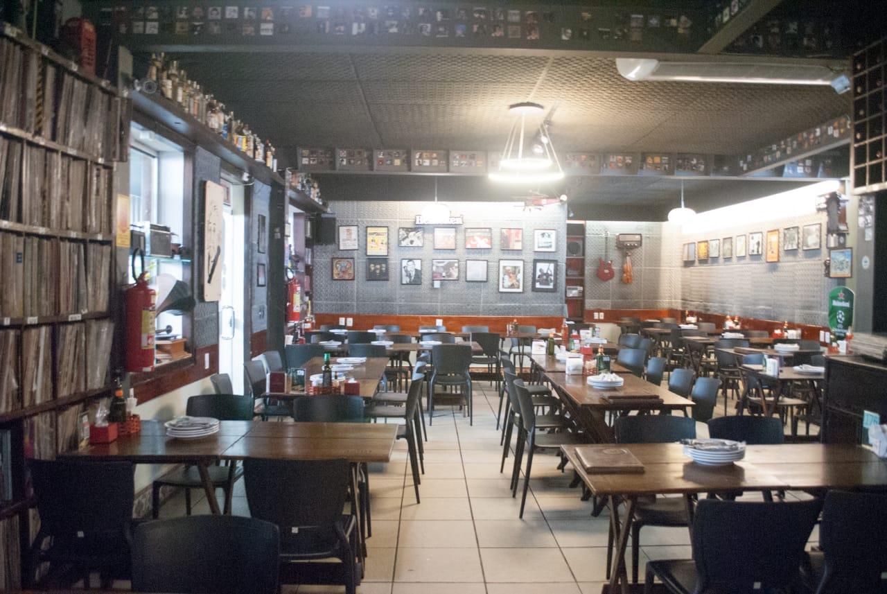 Eleito o melhor restaurante de Fortaleza pelo Sabores da Cidade e pela Veja Comer e Beber de 2018! Frango no Bagaço de Cana do Engenho de R$19,90 por apenas R$14,90 no Cantinho do Frango