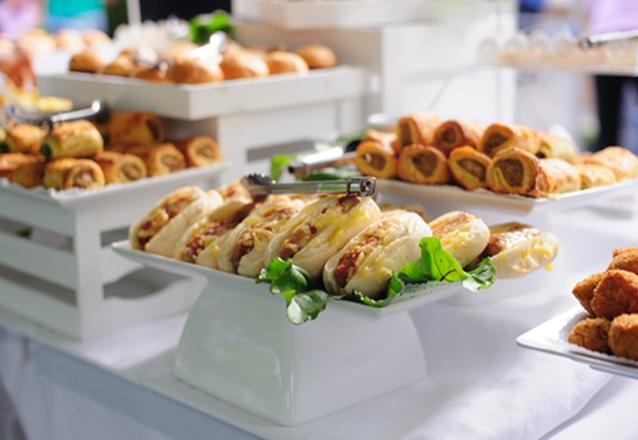 Para o seu evento ser um sucesso! 3h de Evento com Buffet Móvel para 50 pessoas de R$3500 por apenas R$1899 no no L'atelier du Chocolat