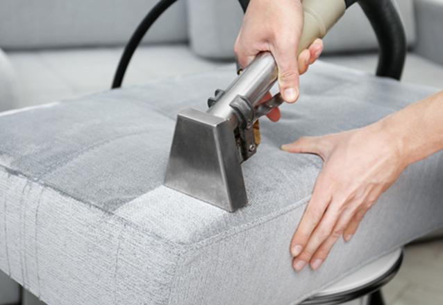 Higienização de Sofá até 2 lugares ou Conjunto de até 2 poltronas ou Conjunto 4 cadeiras de mesa de jantar ou Conjunto de 2 Puffs ou Cama Box Solteiro ou Colchão solteiro ou Banco de carro do lado do motorista ou lado do passageiro de R$79,90 por R$37,90.