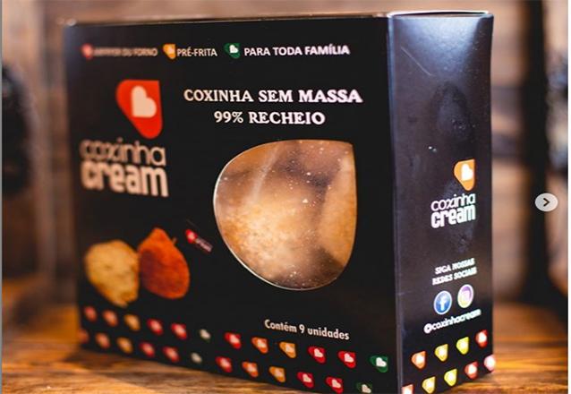 1 caixa com 9 coxinhas pré-fritas de R$25 por apenas R$21,90