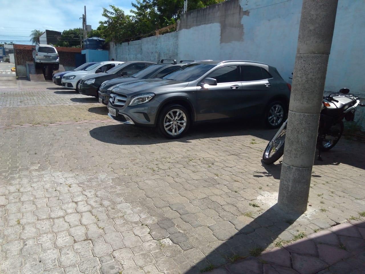 Tudo para o seu carro: Polimento com cera de carnaúba + Limpeza externa + Gel hidratante + Aspiração + Aromatização por R$34,99 na Star Autos