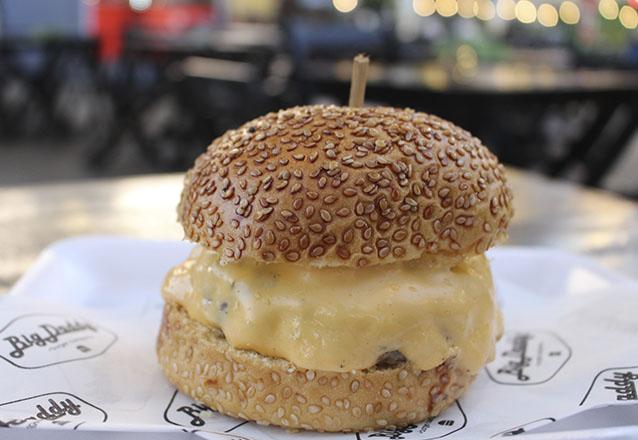 1 Cheesebuger por apenas R$14,99