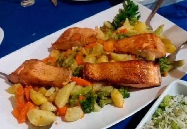 Venha saborear o melhor da gastronomia portuguesa! Entrada + Abadejo com Legumes para 2 pessoas no Restaurante Lagar de R$76,90 por apenas R$49,90
