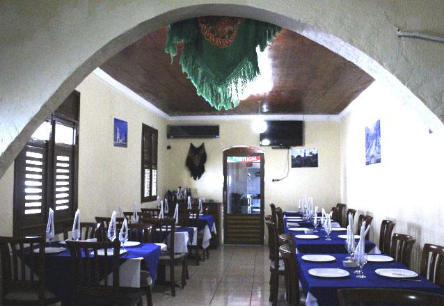 O melhor da culinária Portuguesa! Entrada, Bacalhau a Brás, Bacalhau Gomes de Sá ou Bacalhau com Natas e Sobremesa para 2 adultos e 1 criança no Lagar de R$122 por apenas R$64,90