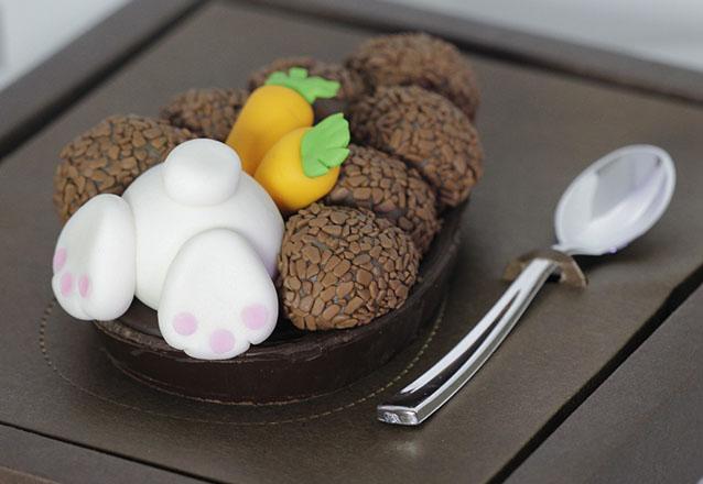 Deixe sua páscoa ainda melhor! Ovo de Páscoa de colher (500g) do Ateliê da Chocobelle por apenas R$39,90