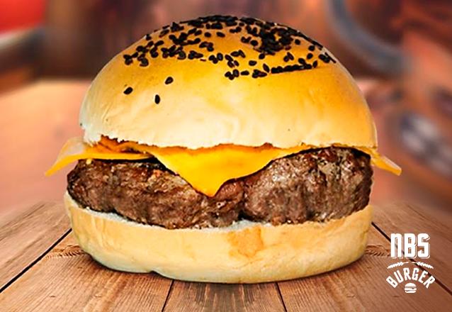 É MARA! 01 Burger NBS Cheese (Pão bola + Carne 150g + Cheddar + 02 Molhos a sua escolha) por apenas R$12,90. Válido para 2 lojas do NBS!