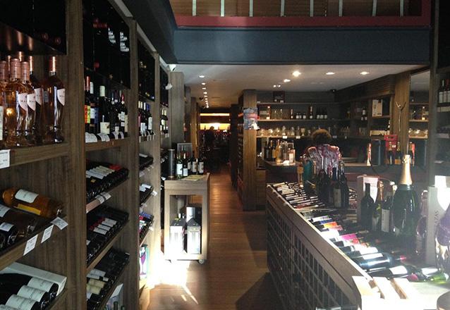 Bruschetta + Mignon ao Molho Malbec com Espaguete + Vinho Chileno Reserva Terra Carbenet Sauvignon para 2 pessoas de R$200 por apenas R$149,90