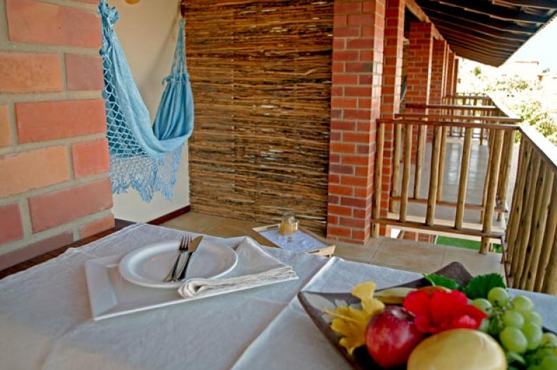 Venha conhecer as belezas de Canoa Quebrada! 2 diárias para 2 adultos e 1 criança + café da manhã na Pousada Dona Flor de R$580 por apenas R$440
