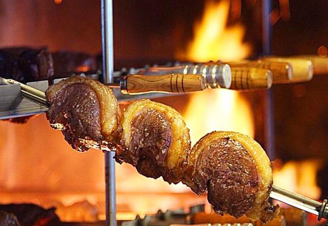 Campeão de vendas! Rodízio de Carnes + Buffet para 1 pessoa no Almoço ou Jantar por R$32,90 na Gheller Churrascaria