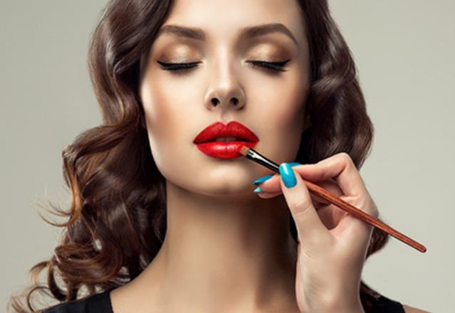 Arrase no seu grande dia! Maquiagem completa com cílios postiços na Lucy Evans Makeup de R$100 por apenas R$59,99