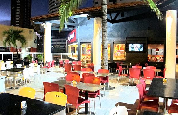 Pizza 8 fatias (Mussarela, Portuguesa, Calabresa ou Brasileira) com Borda Recheada na Pizza Hut Beira Mar de R$68,80 por apenas R$34,90