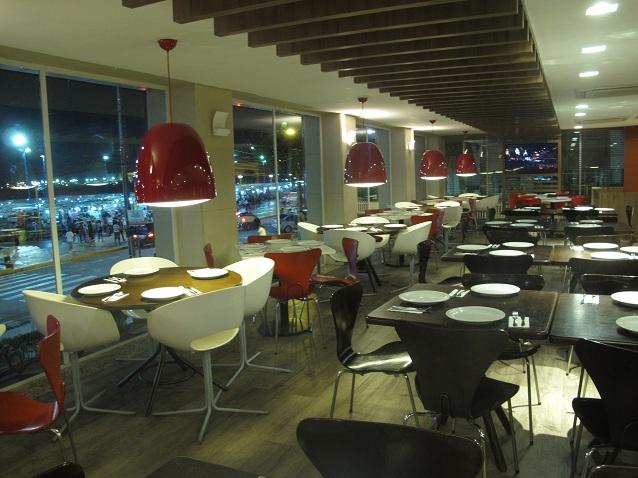 Pizza 8 fatias (Mussarela, Portuguesa, Calabresa ou Brasileira) com Borda Recheada + Pizza Chocolate Brigadeiro na Pizza Hut Beira Mar de R$87,70 por apenas R$44,90