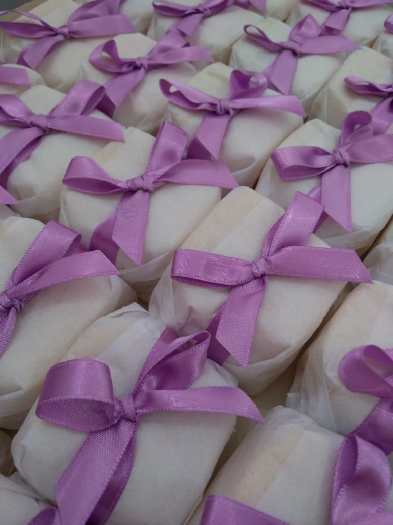 1 Naked Cake para até 20 pessoas + 20 Bem Casados + 100 Docinhos de R$180 por apenas R$160