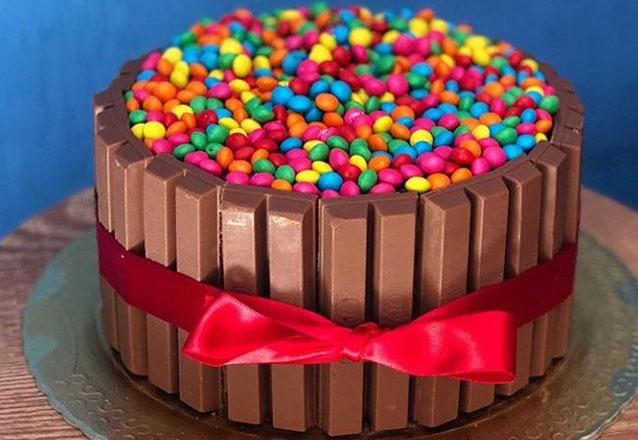 Ideal para sua festa! Bolo Kit Kat para até 40 pessoas na Biju Doces de R$199,90 por apenas R$139,90