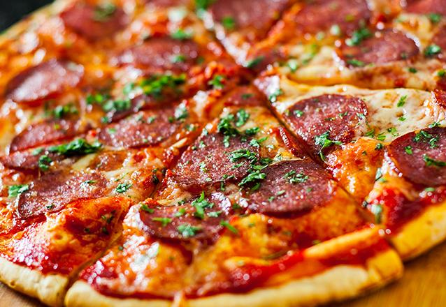1 Pizza grande + Refrigerante de 1L de R$30,99 por apenas R$17,99
