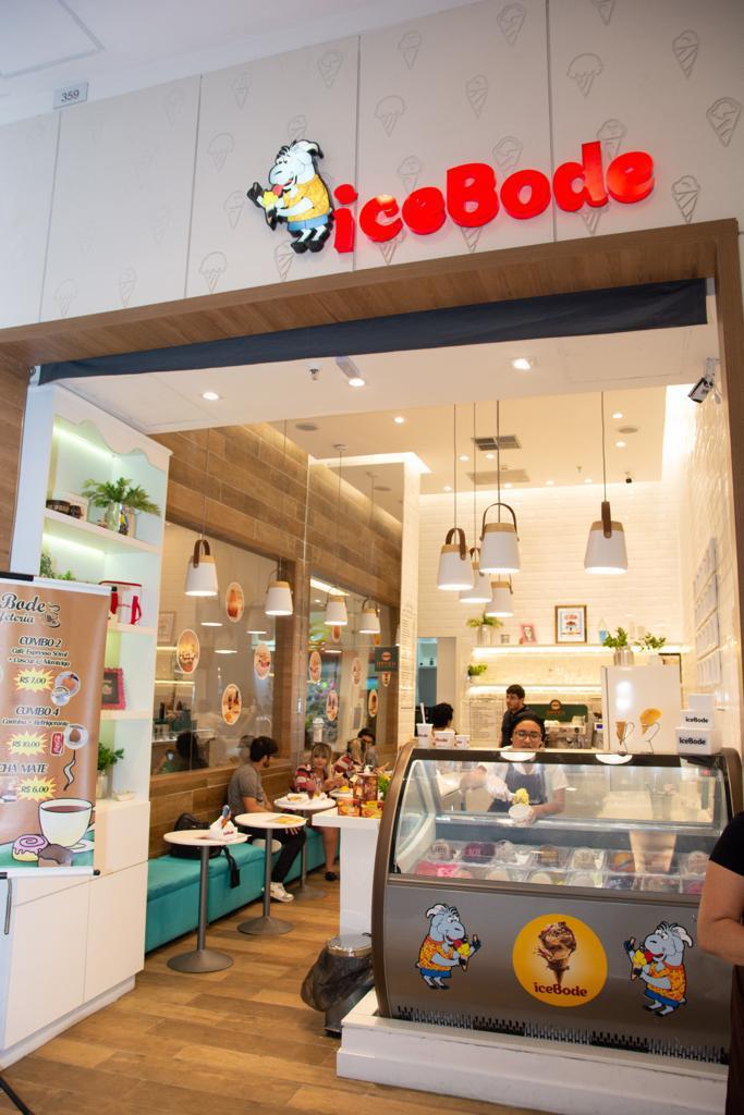Deliciosa taça de sorvete com cookie! Taça Explosão com 2 bolas de sorvete + 7 tipos de recheios de R$25,90 por apenas R$19,99 na Icebode