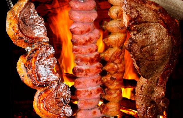 Campeão de vendas! Rodízio de Carnes + Buffet para 1 pessoa no Almoço por R$36,90 na Gheller Churrascaria