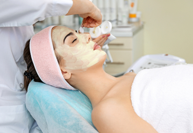 Limpeza de pele facial por sucção + Peeling Enzimático + Alta Frequência + Proteção de R$80 por apenas R$29,90