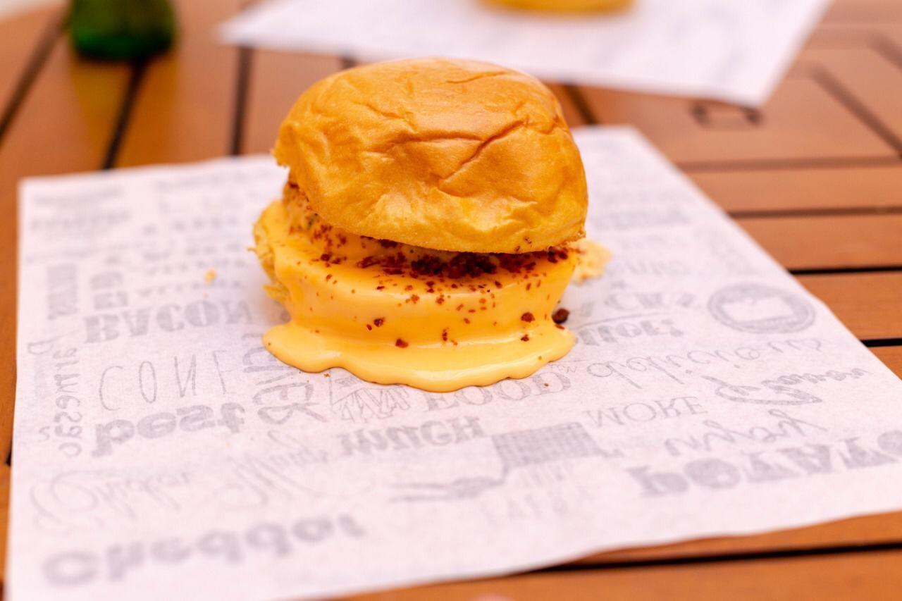 1 Cheese Burger de 180g de R$23 por apenas 15,90