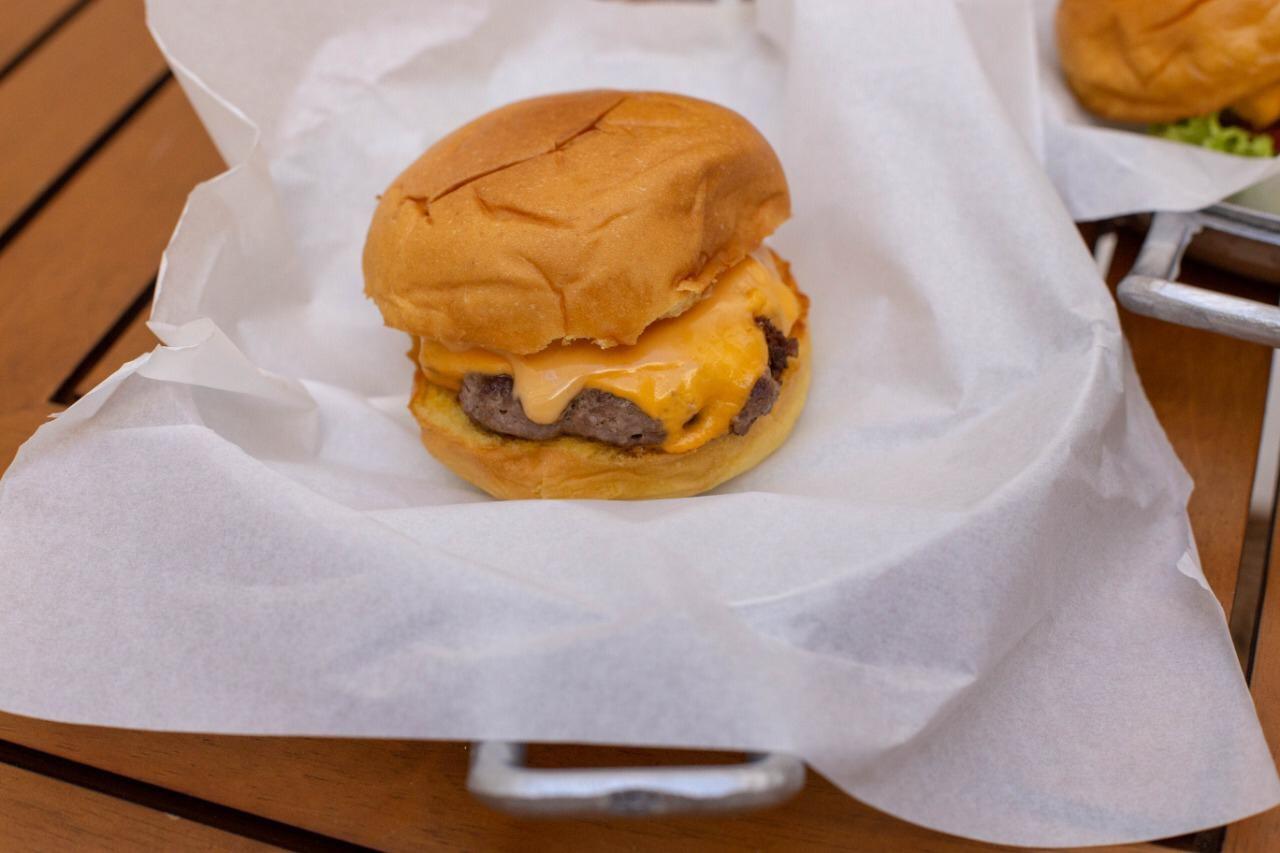 Cheese Burger de 100g de R$20 por apenas R$14,90
