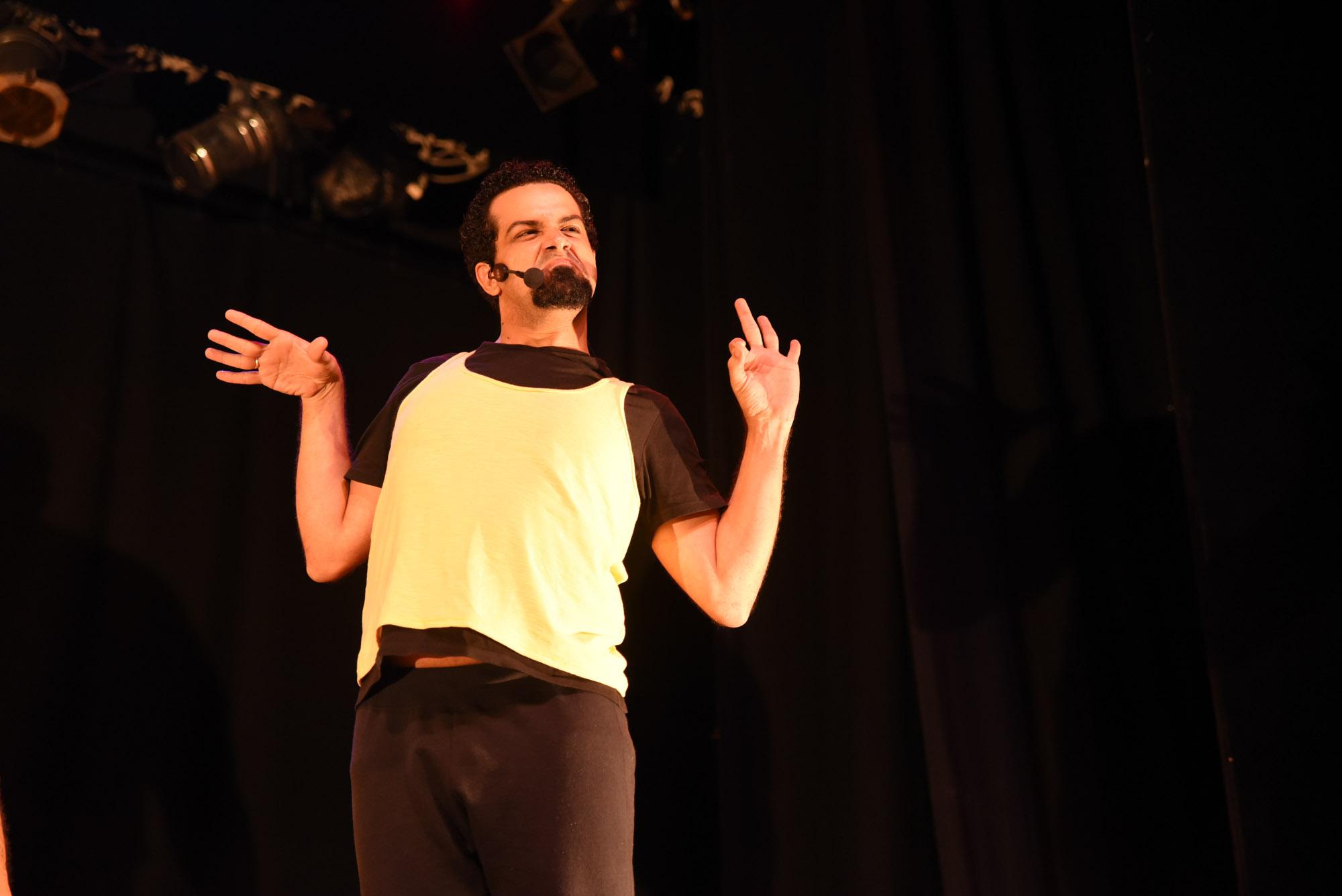 """Ingresso para o """"Live Comedy"""" com Victor Alen e Cia de Humor 4&Meio no Teatro da Livraria Cultura. A entrada é gratuita, gere o seu cupom e mostre na bilheteria!"""
