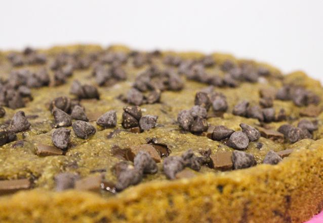 Deliciosa, crocante e com recheio delicioso! Cookie dos Sonhos! Torta Cookie tamanho G para até 20 pessoas de R$75 por apenas R$47,99