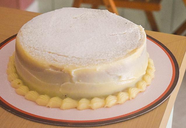 Dos clássicos da MariMari! Torta Xuxa ou Torta Bem Casado para até 20 pessoas de R$102,80 por apenas R$74