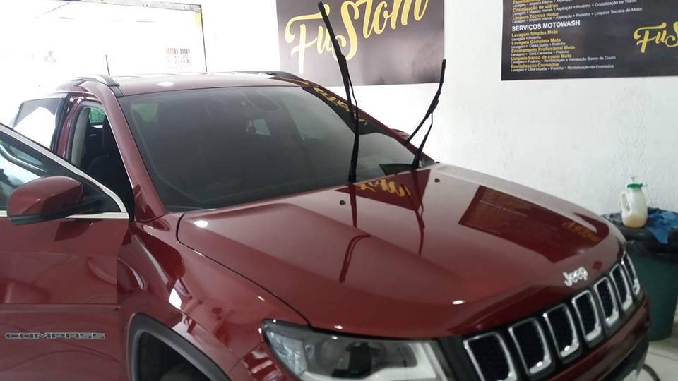 Lavagem Externa + Limpeza interna + Aspiração + Vidrex + Cera de Carnaúba + Pretinhos nas partes plásticas para carros pequenos de R$80 por apenas R$29,90