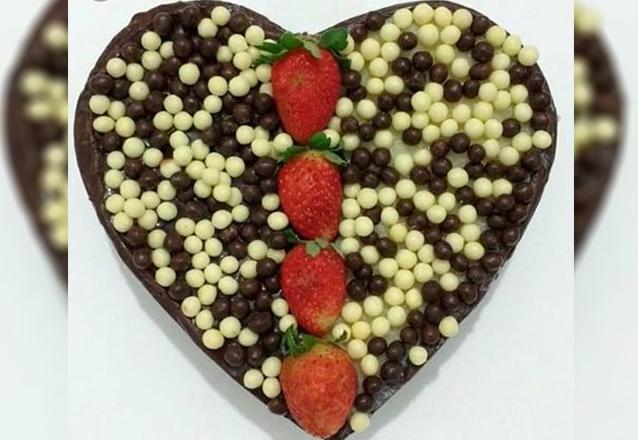 Um doce de presente! Coração Trufado (brigadeiro, leite ninho ou prestígio) na Verônica Chocolates Finos por apenas R$29,90