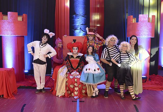 """Ingresso Inteira para o espetáculo """"Alice e o país das maravilhas"""" no Teatro Ceará Show de R$40 por apenas R$18,40"""