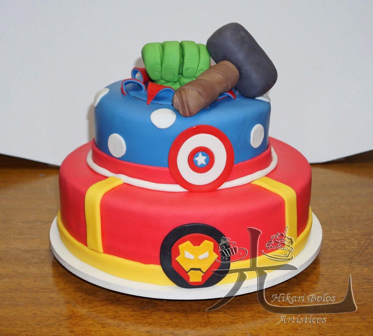 Bolo de 2 andares para até 30 pessoas + 5 Marmitas de bolo com recheio de R$350 por apenas 179,99