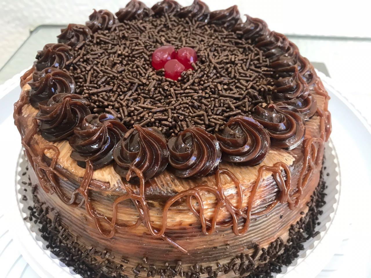 Festa perfeita é com Delícia Doces e Salgados! 1 Torta Doce para 20 pessoas + 100 Salgados + 50 Docinhos ou Torteletes por apenas R$49,90