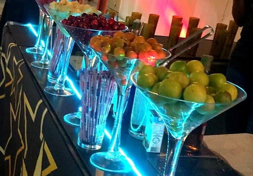 Sua festa ainda mais desejada com a Folias Drinks! 4h de Drinks e Caipirinha liberada por R$799