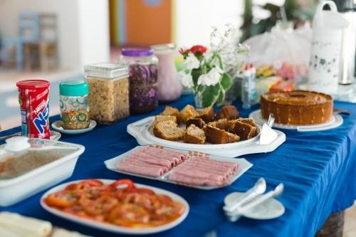 2 diárias (todos os dias) em quarto standard para 2 adultos + criança até 12 anos + café da manhã de R$350 por R$299