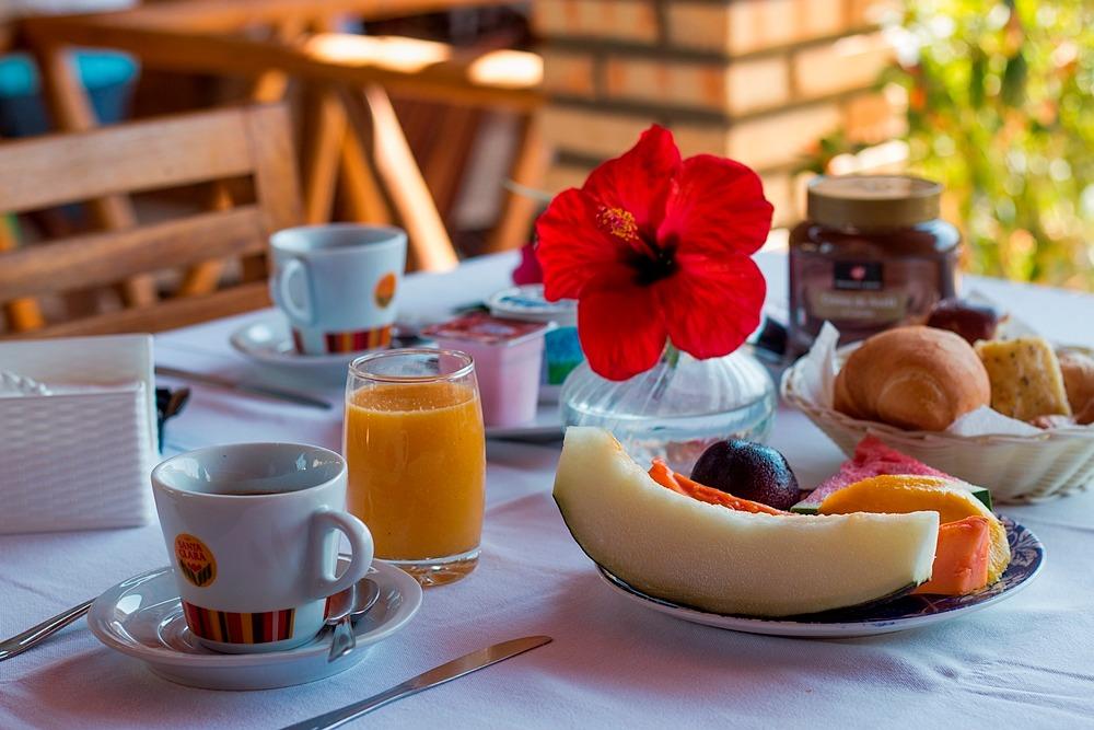 2 diárias em apto standard de domingo a quinta para 2 adultos + café da manhã por R$199