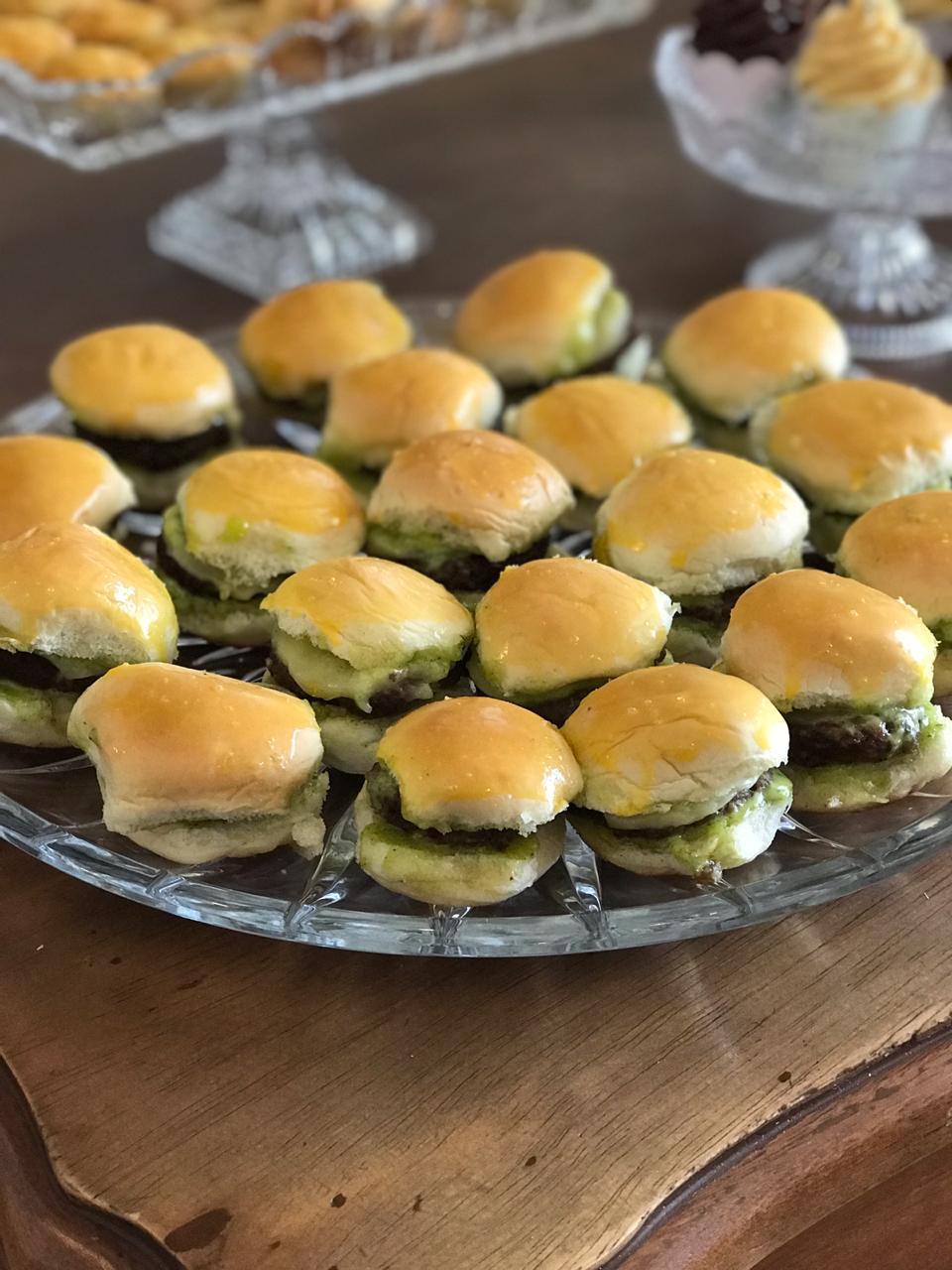 Essa você não pode perder! 20 hamburguinhos de R$58 por apenas R$49,90 na Doceville. Válido para Retirada!