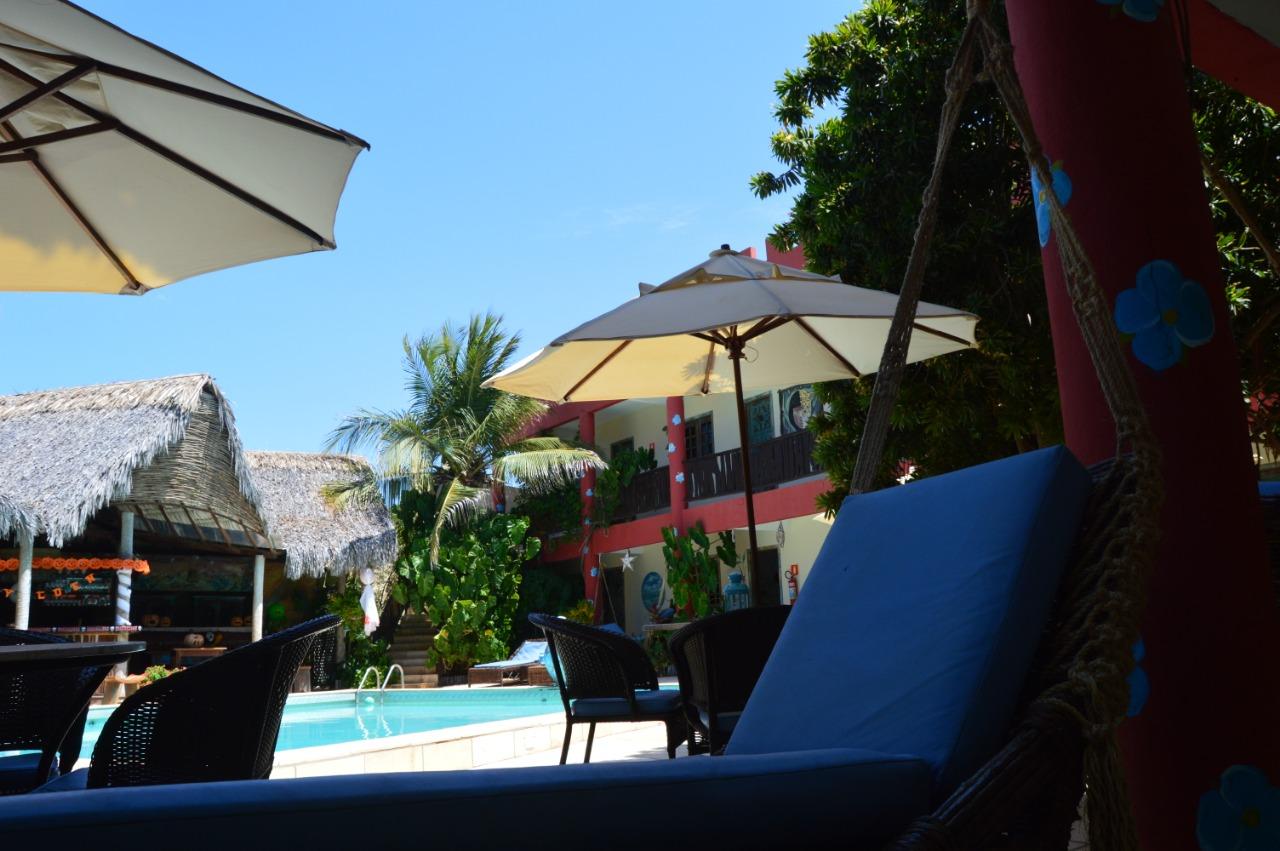 Canoa Quebrada agora! 2 diárias para 2 adultos e 1 criança até 7 anos + café da manhã + 2 Drinks na Pousada Castelinho por apenas R$349