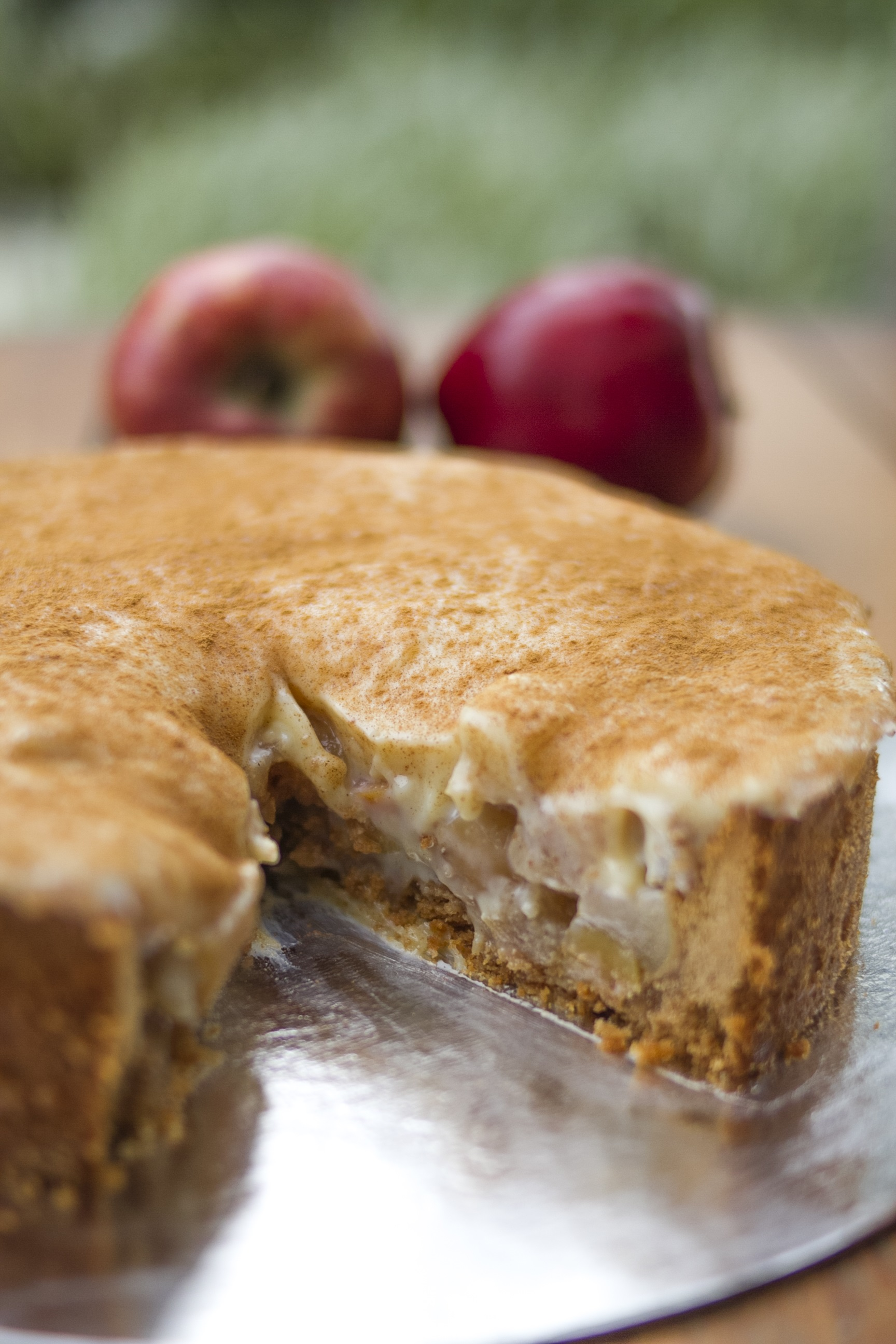 Delicadeza e perfeição da MariMari Guloseimas! Torta de Maçã para até 20 pessoas de R$128 por apenas R$69,99