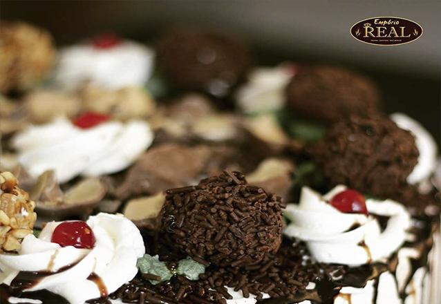 Torta perfeita para você! 01 Torta (Chocolate, Brigadeiro, Doce de Leite, Crocante ou Prestígio) para 25 pessoas de R$60 por apenas R$45 na Empório Real