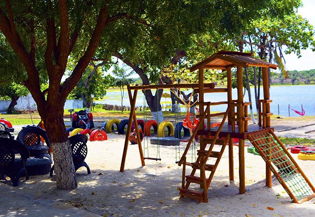 Ingressos para 2 Adultos e 2 Crianças até 8 anos + Almoço (Feijoada) serve 2 pessoas de R$79,90 por R$49,90 no Itapark.