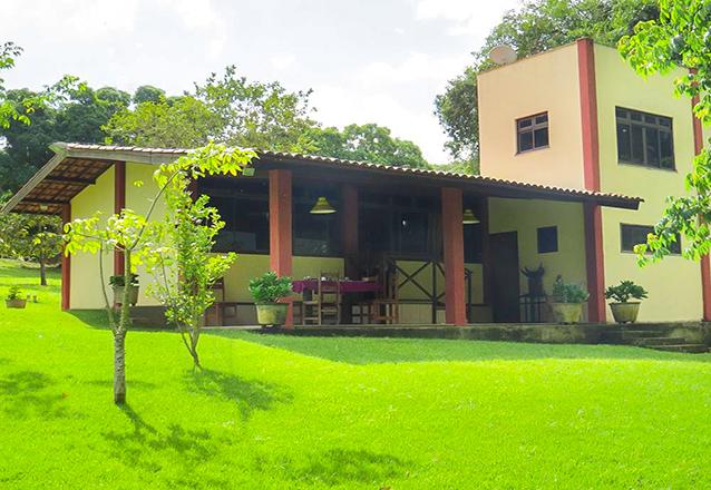 2 diárias em apartamento com ar-condicionado para 2 adultos e 1 criança de até 6 anos + café da manhã (Check-in Dom a Terça) de R$600 por R$399