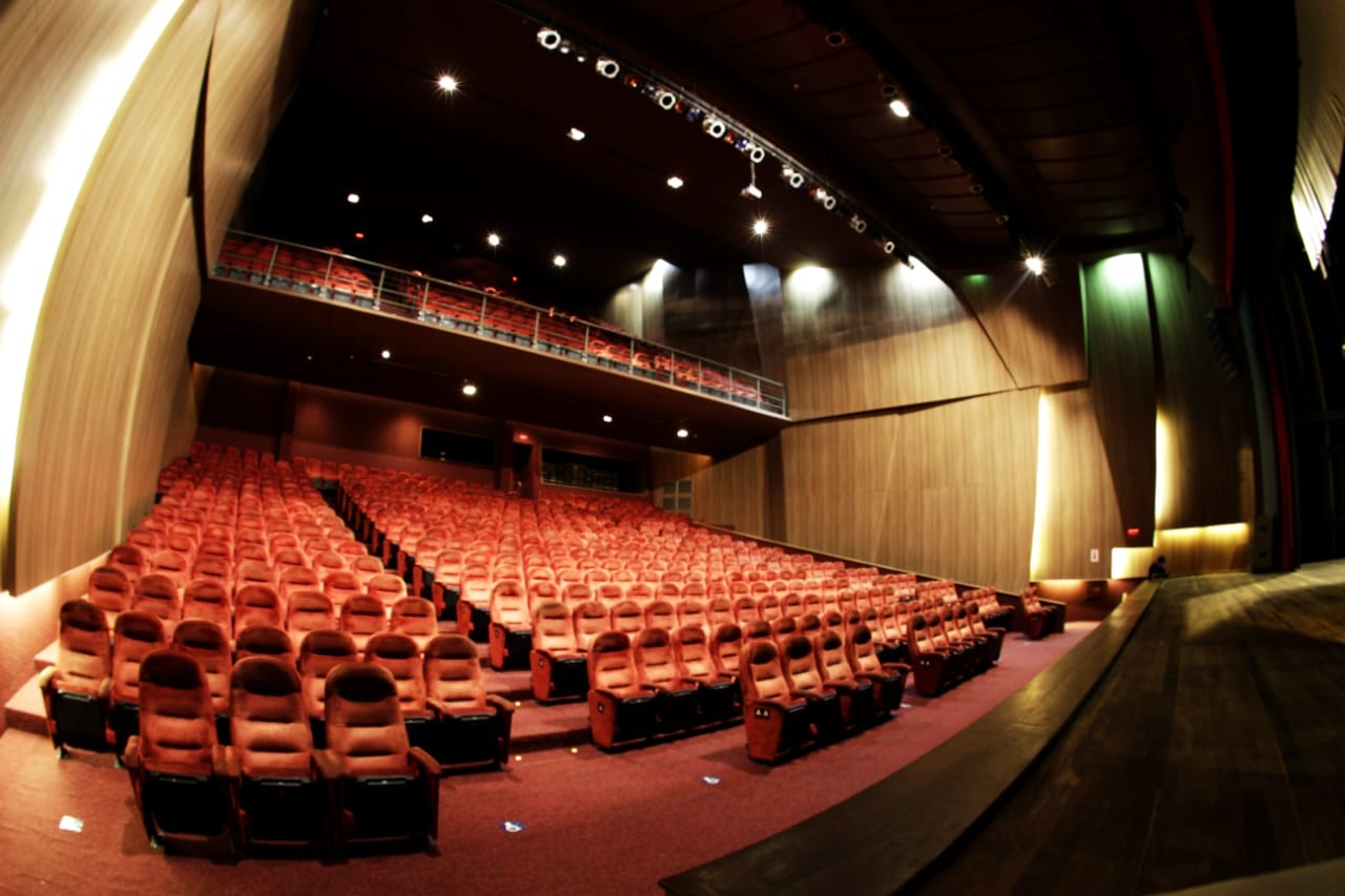 O espetáculo Chapeuzinho Vermelho! Ingresso Inteira Plateia Alta no dia 17/08 às 17h de R$40 por apenas R$18,40 no Theatro Via Sul