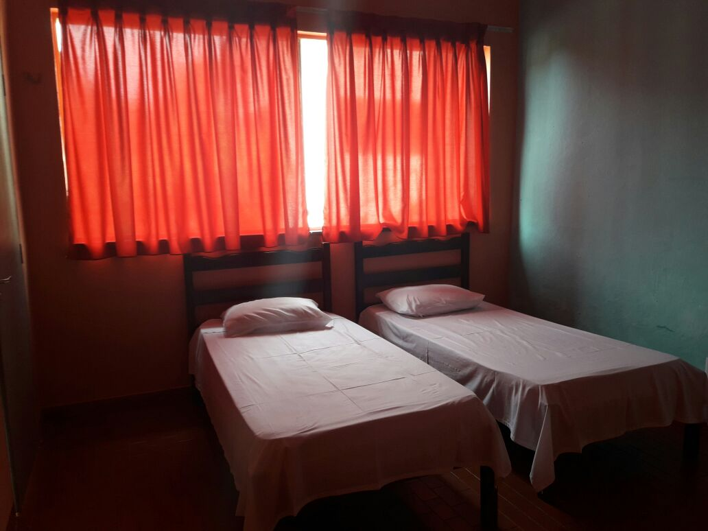 2 diárias para 2 adultos em suíte com TV de tubo, ventilador e banho quente + café da manhã de R$360 por apenas R$249