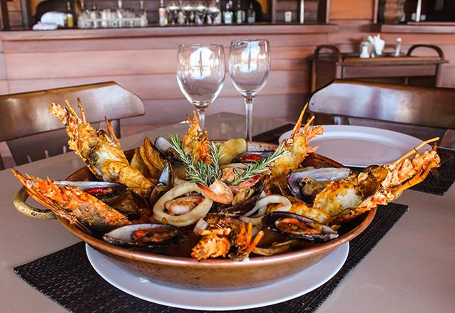 Dica do Chefe! Chef Combination + acompanhamentos para até 3 pessoas de R$259,95 por apenas R$189,90 no New York Restaurante