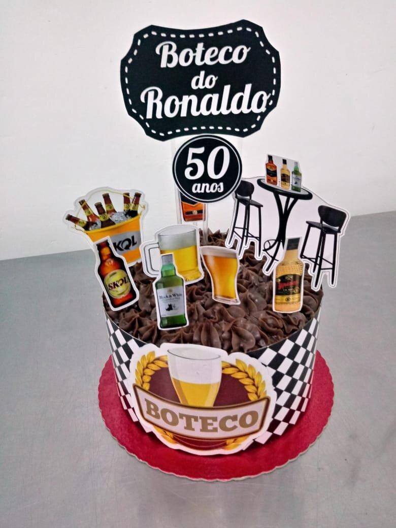 Bolo para 20 pessoas + 10 brownies no celofane + 10 bem casados + 50 docinhos de R$220 por apenas R$179,99