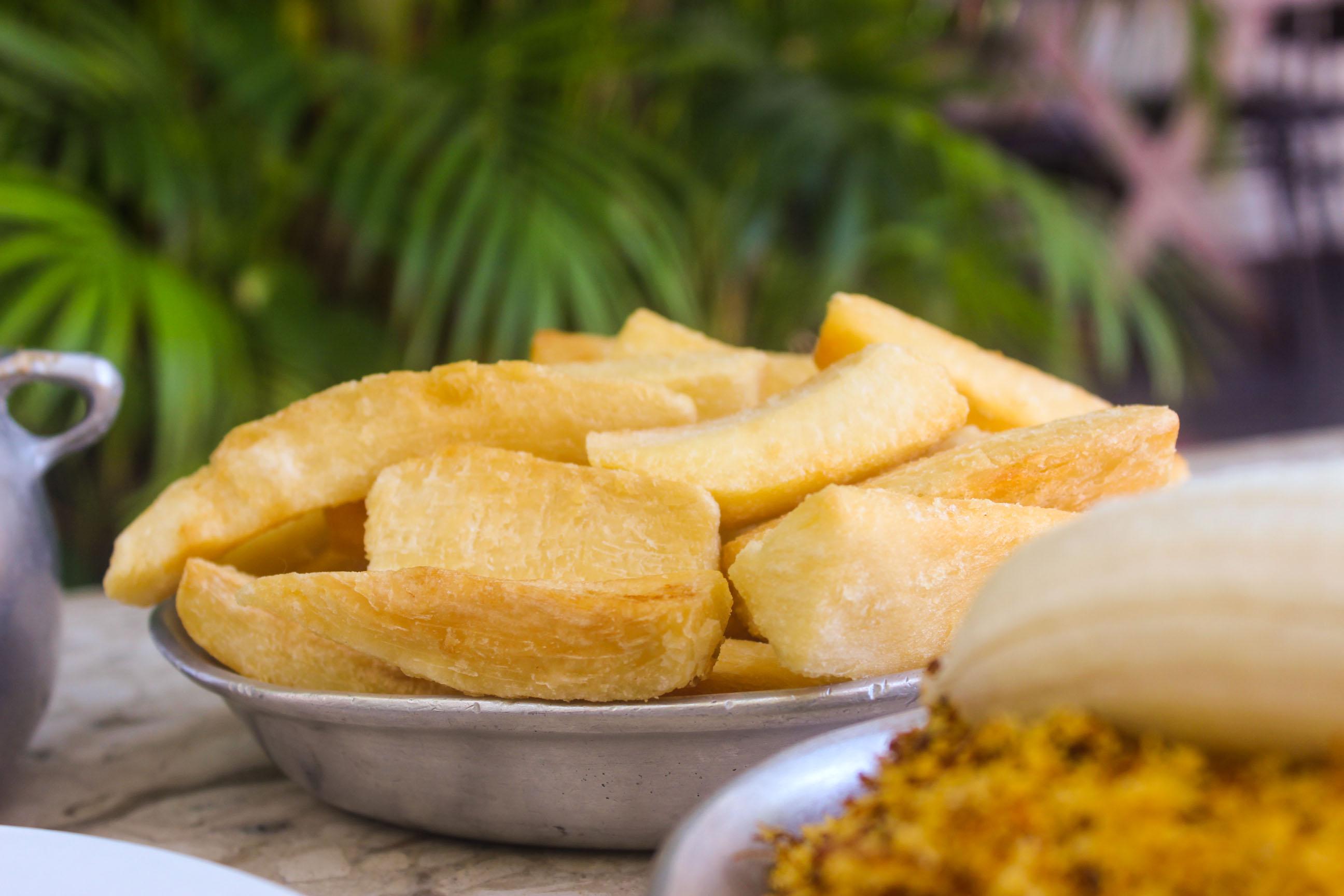 Não tem como resistir! 1 Porção de Asinha Frita + 500g Costela no Bafo + Acompanhamentos para até 4 pessoas + 2 pulseiras pro parquinho de R$123,45 por apenas R$79,90