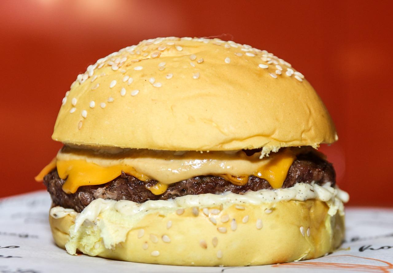 Difícil resistir! Frank Burger ou Classic Burger ou Pork Burger de R$18,90 por apenas R$12,90 no Frank Burger