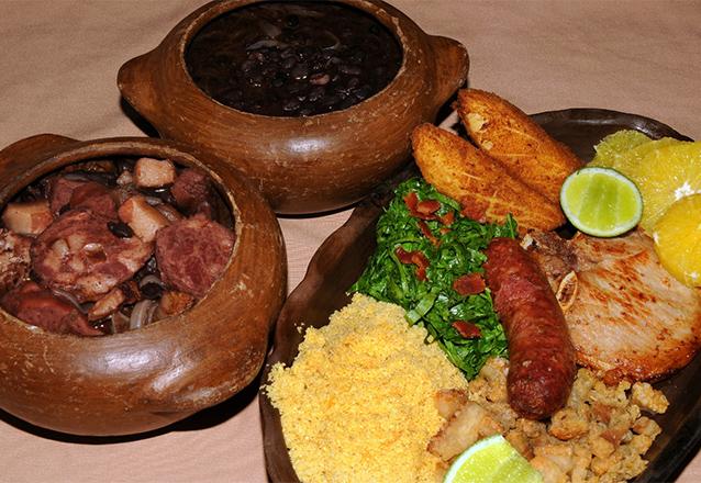 O Almoço de Sábado típico do Brasileiro! Feijoada completa e 2 caipirinhas de limão para 2 pessoas de R$71,70 por apenas R$39,90 no Colher Bistrô