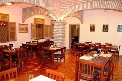 Na medida certa para você! Almoço Executivo - entrada (salada) + espaguete carbonada ou lasanha + taça de vinho de R$40 por R$24,99 no Anzio Gastronomia Fabio Felle