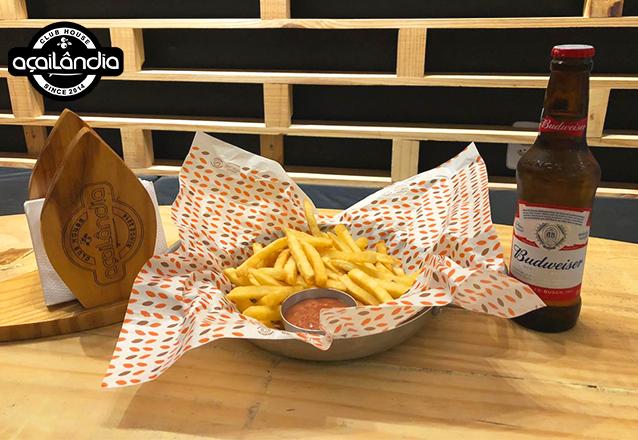 Aproveite sua noite no Açailândia Parangaba! Fritas 350g + molho da casa + Long Neck (Stella Artois ou Budweiser) de R$19,90 por apenas R$14,90